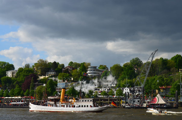 SCHAARHÖRN bei der Auslaufparade zum 823.Hamburger Hafengeburtstag am 12.05.2012