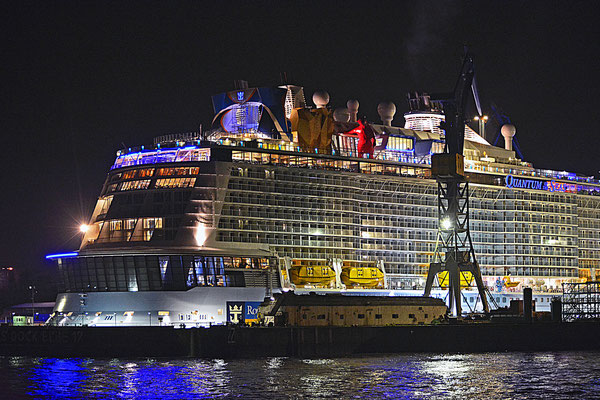 QUANTUM OF THE SEAS im Dock ELBE 17 am 24.10.2014