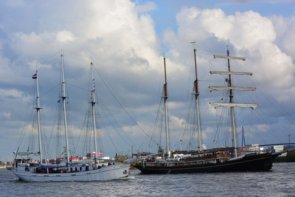MINERVA zur Auslaufparade beim 824.Hamburger Hafengeburtstag am 12.05.2013