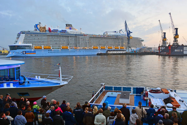 QUANTUM OF THE SEAS nach dem Ausdocken aus Dock ELBE 17 am 25.10.2014