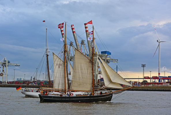 ELBE zur Parade Hamburger Traditionsschiffe am 23.08.2014