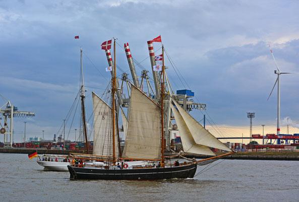 ELBE zur Parade Hamburger Traditionsschiffe am 23.08.2014
