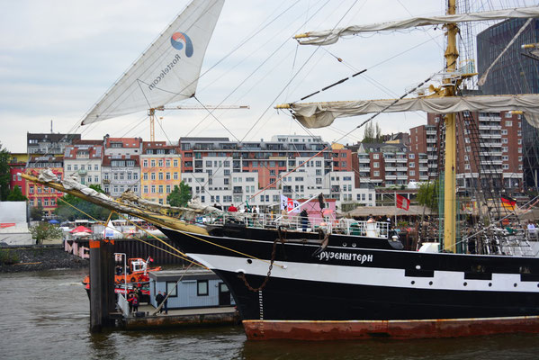 KRUZENSTHERN an den St. Pauli Landungsbrücken beim 824.Hamburger Hafengeburtstag am 10.05.2013