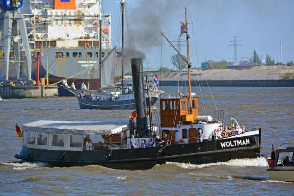 Dampfschlepper WOLTMAN zum 827.Hamburger Hafengeburtstag