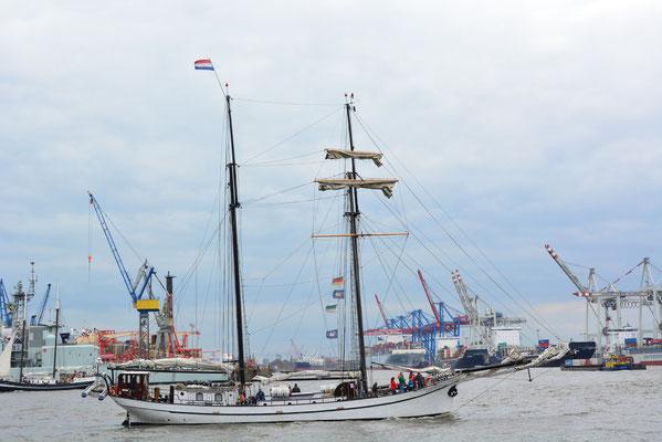 BISSCHOP VAN ARKEL beim 824.Hamburger Hafengeburtstag am 10.05.2013