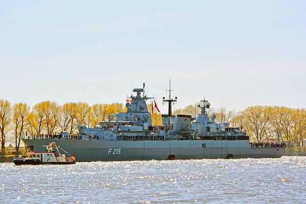 F 215 (Fregatte BRANDENBURG) zum 827.Hamburger Hafengeburtstag