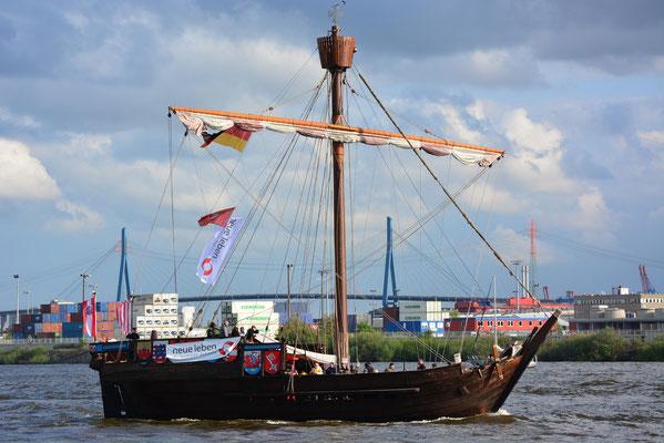 UBENA VON BREMEN zur Auslaufparade beim 824.Hamburger Hafengeburtstag am 12.05.2013