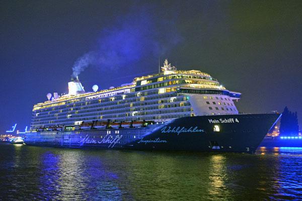 Mein Schiff 4 zu den Hamburg Cruise Days am 12.09.2015