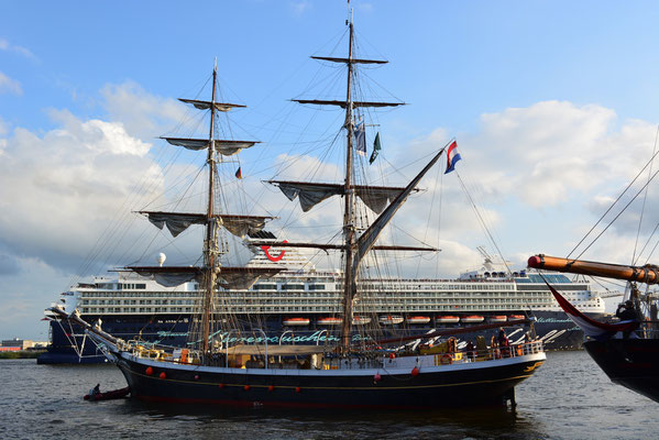 MORGENSTER zur Auslaufparade beim 824.Hamburger Hafengeburtstag am 12.05.2013