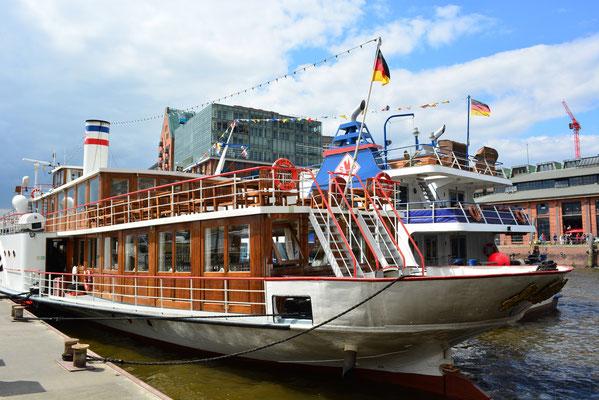 FREYA  beim 824.Hamburger Hafengeburtstag am 10.05.2013