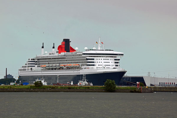 Queen Mary 2 zu den Hamburg Cruise Days 2105 am HCC Steinwerder am 13.09.2015
