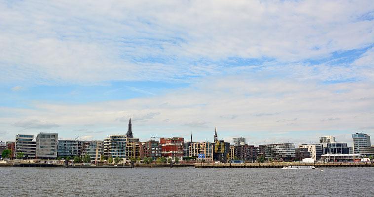 HafenCity an der Waterkant im Juli 2015