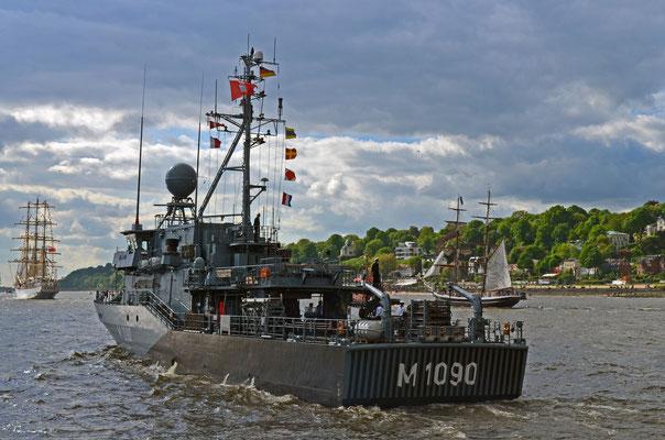 M 1090 PEGNITZ (Hohlstablenkboot/Deutschland) zum Hamburger Hafengeburtstag 2012