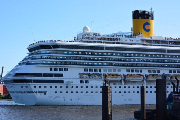 COSTA PACIFICA bei der Hafenausfahrt am 21.07.2013
