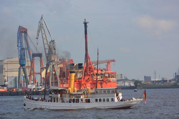 SCHAARHÖRN bei der Einlaufparade zum 824.Hamburger Hafengeburtstag am 09.05.2013
