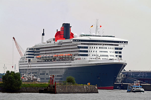 Queen Mary 2 am HCC Steinwerder (Kronprinzkai) am 13.09.2015