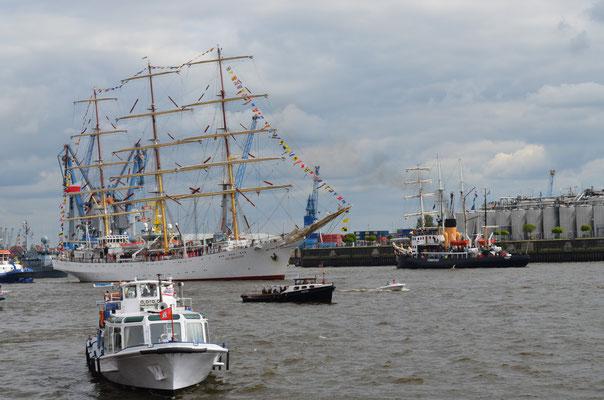 DAR MLODZIEZY zur Auslaufparade beim 823.Hamburger Hafengeburtstag am 13.05.2012