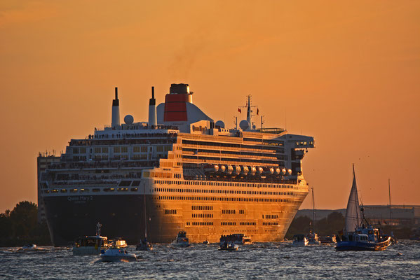 Queen Mary 2 auslaufend