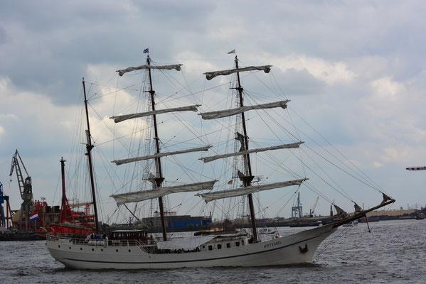 ARTEMIS beim 824.Hamburger Hafengeburtstag am 10.05.2013