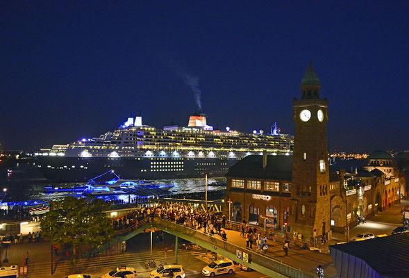 Queen Mary 2 auslaufend am 13.06.2015