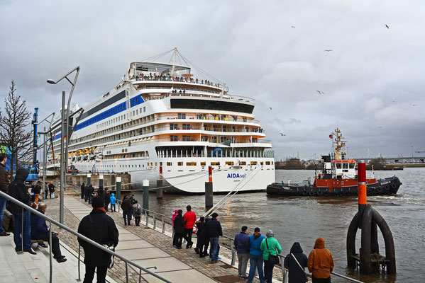 AIDAsol am HCC Hafencity am 15.03.2014
