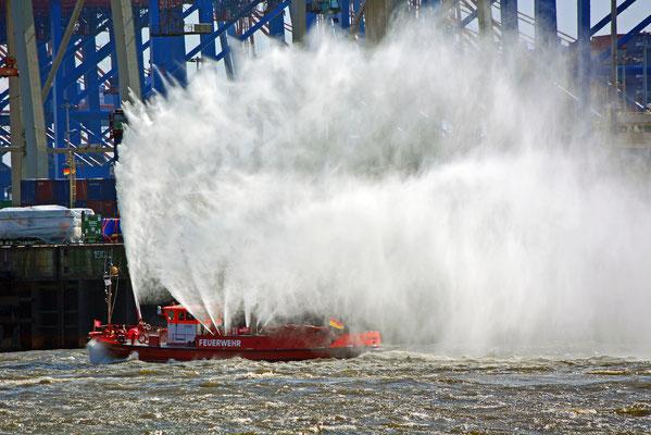 Feuerlöschboot-Gischt