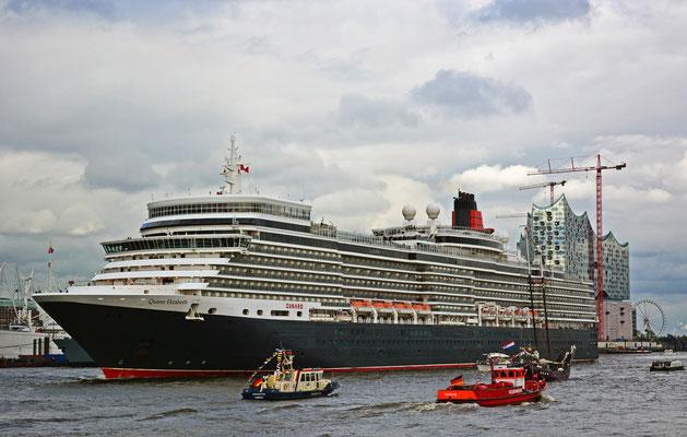 Queen Elizabeth zur Auslaufparade beim 825.Hamburger Hafengeburtstag am 11.05.2014