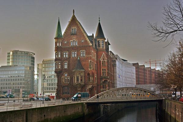 Markante Grenze: Speicherstadt/HafenCity