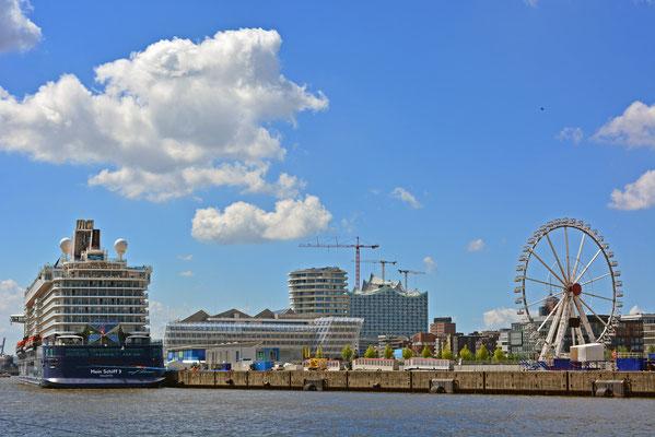 Mein Schiff 3 vor der Taufe am HCC Hafencity am 12.06.2014