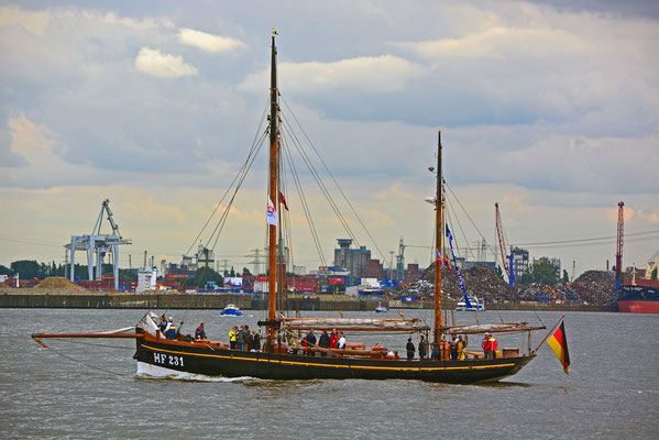 HF 231 zur Parade Hamburger Traditionsschiffe am 23.08.2014