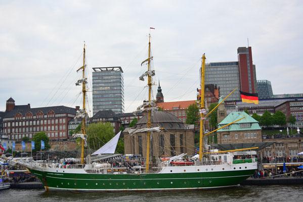 ALEXANDER VON HUMBOLDT II beim 824.Hamburger Hafengeburtstag am 10.05.2013