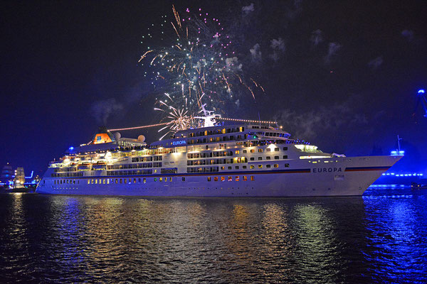 MS EUROPA  zu den Hamburg Cruise Days am 12.09.2015