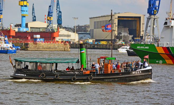 TIGER zur Einlaufparade beim 826.Hamburger Hafengeburtstag am 08.05.2015