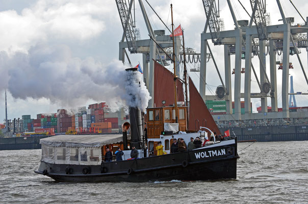 WOLTMAN (Dampfschlepper) zur Parade Hamburger Traditionsschiffe 2012