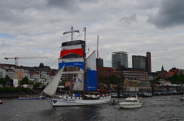 loth lorien zur Auslaufparade beim 823.Hamburger Hafengeburtstag am 13.05.2012