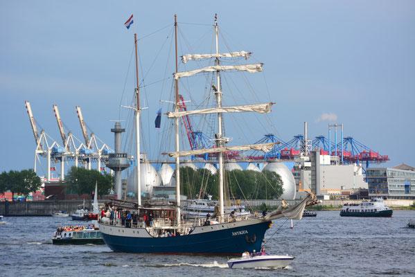 ANTIGUA zur Auslaufparade beim 824.Hamburger Hafengeburtstag am 12.05.2013