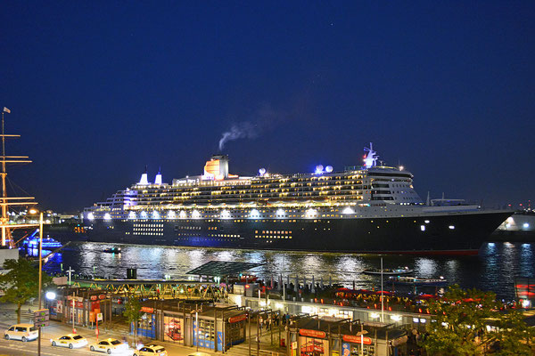 Queen Mary 2 läuft am 12.06.2015 aus.