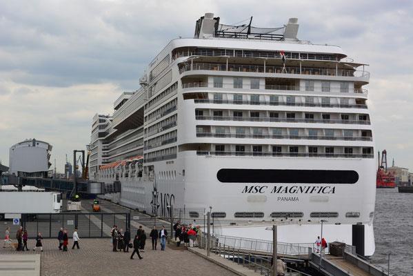 MSC MAGNIFICA zum 824.Hamburger Hafengeburtstag am HCC Altona am 10.05.2013