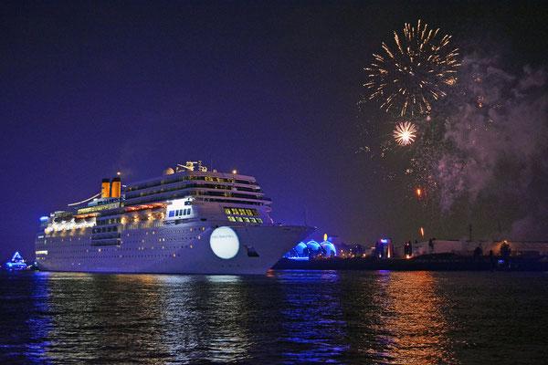 COSTA neoROMANTICA zu den Hamburg Cruise Days 2015 am 11.09.2015