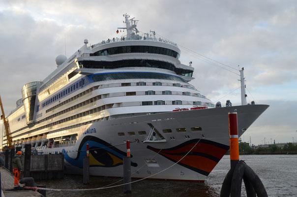 AIDAluna am CC Hafencity  (11.05.2012)