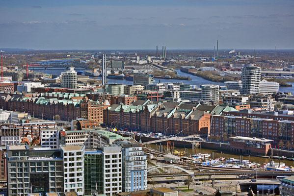 Blick auf die Speicherstadt/HafenCity vom Michel aus