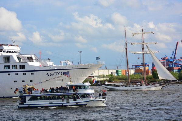 J.R. TOLKIEN zur Auslaufparade beim 824.Hamburger Hafengeburtstag am 12.05.2013