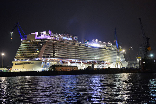 NORWEGIAN ESCAPE im Eindocken in DOCK ELBE 17 am 13.10.2015