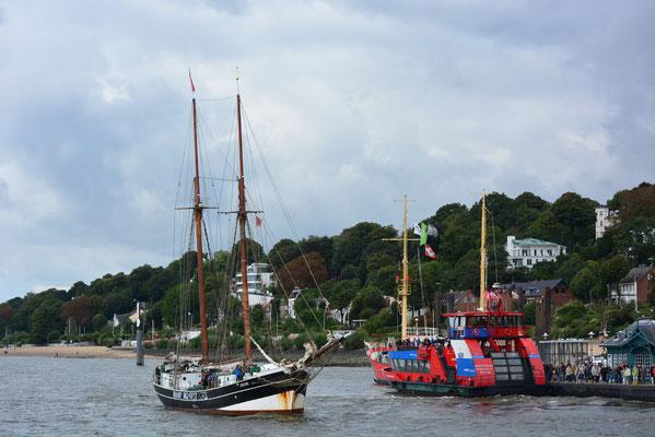 UNDINE einlaufend am Museumshafen Övelgönne am 21.09.2013
