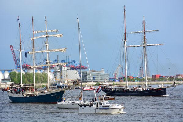 WYLDE SWAN zur Auslaufparade beim 824.Hamburger Hafengeburtstag am 12.05.2013