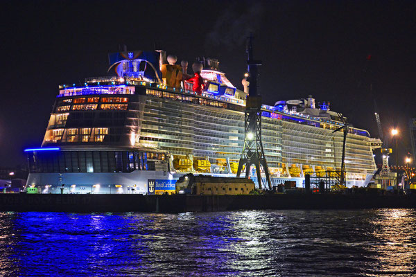 QUANTUM OF THE SEAS im DOCK ELBE 17