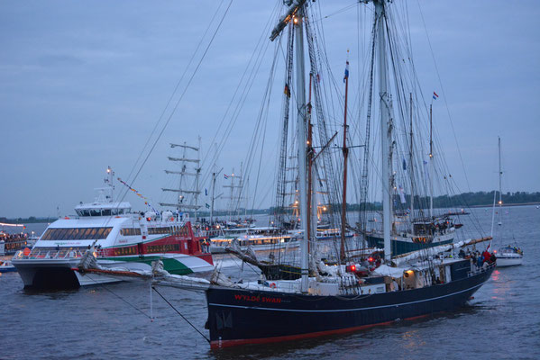 WYLDE SWAN beim 824.Hamburger Hafengeburtstag (Taufe der MS EUROPA 2) am 10.05.2013