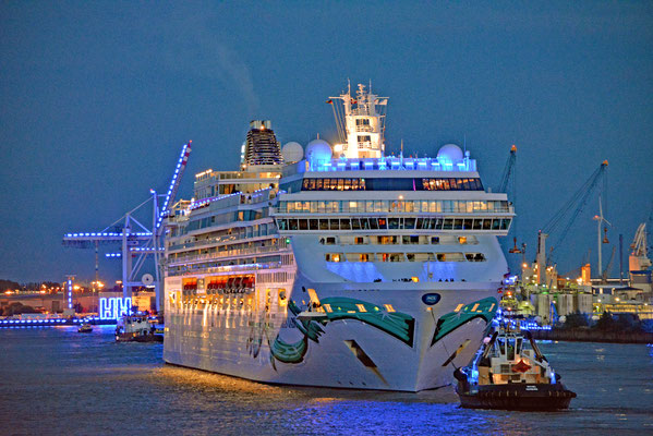 NORWEGIAN JADE zu den Hamburg Cruise Days 2017 am 09.09.2017