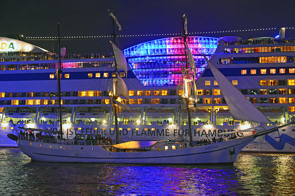 AIDAbella zu den Hamburg Cruise Days 2015 am 12.09.2015