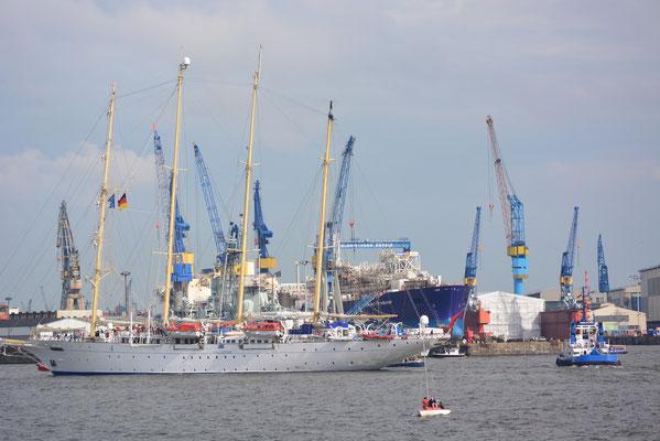 STAR CLIPPERS/STAR FLYER zur Einlaufparade beim 824.Hamburger Hafengeburtstag am 09.05.2013